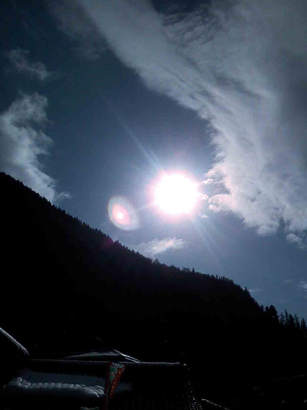 2011年1月2日 新年の太陽です。 太陽って、本当は、色々な 色が混ざっているのですね~