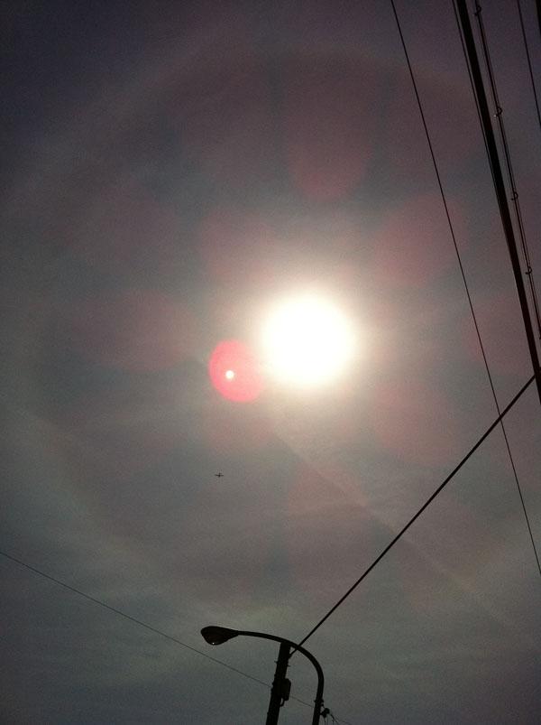 2011年3月18日 この日も太陽の周りに 輪が出来ていました