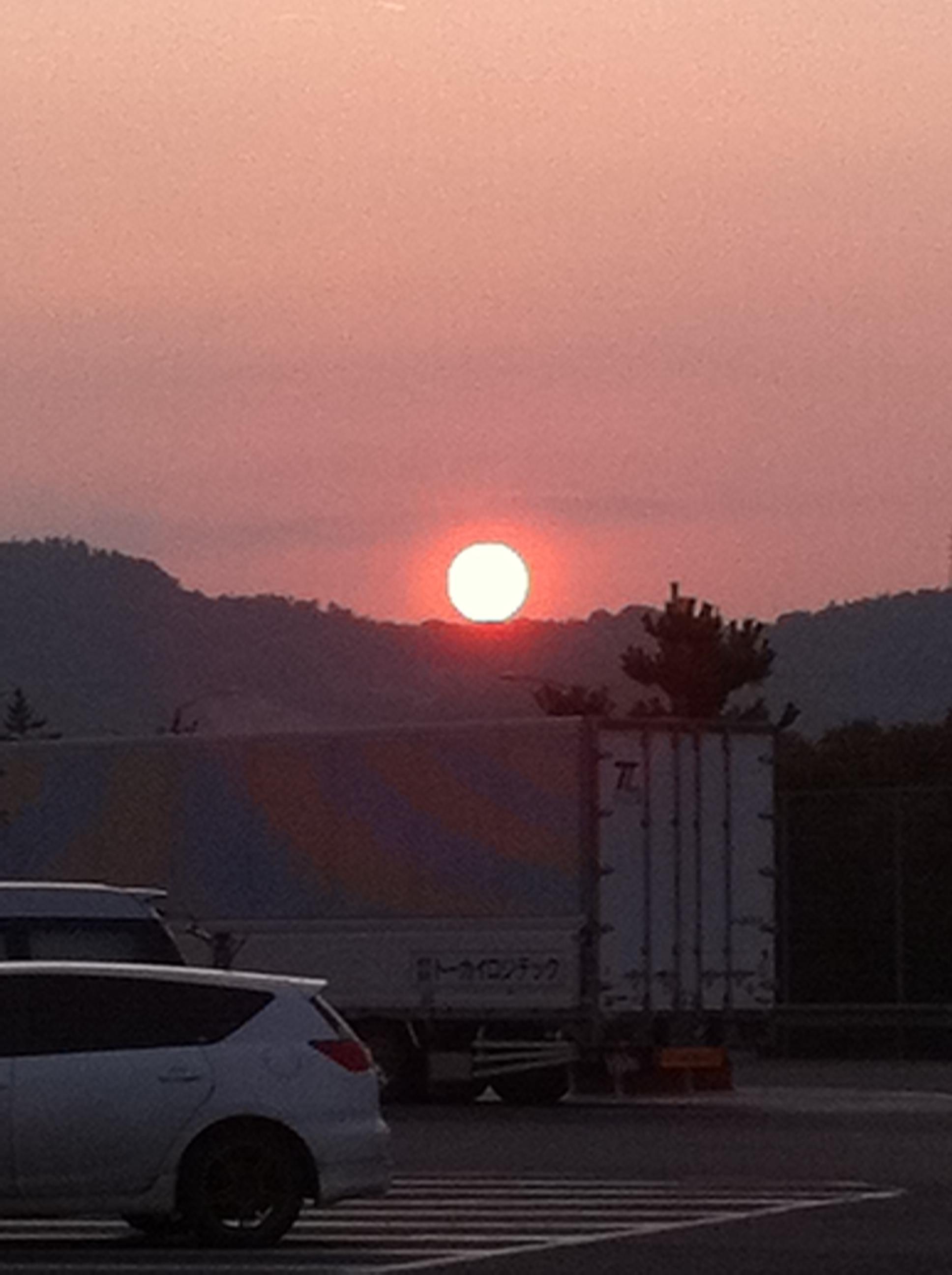 2011年8月10日 太陽が沈む直前 神秘的ですね