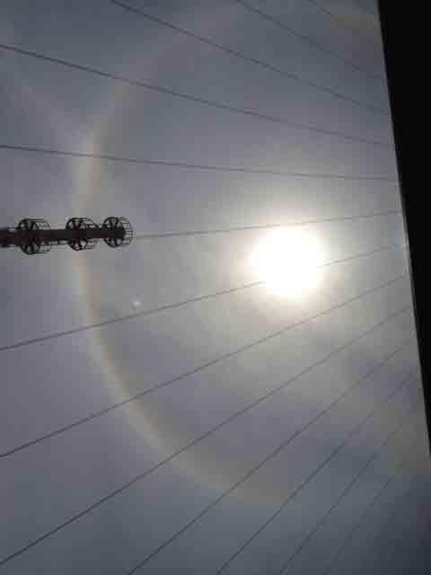 5月30日 肉眼では、太陽の周りは 虹でした