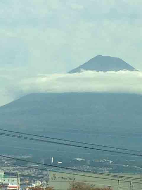 10月6日 車窓から富士山です。