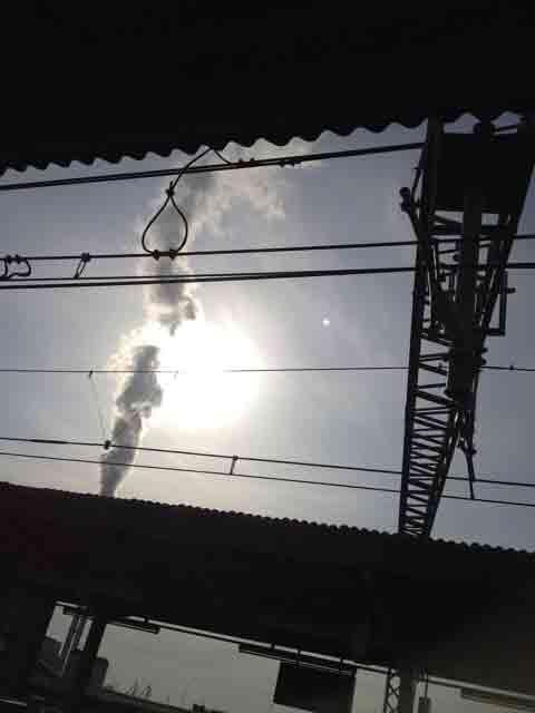 2月17日 朝の太陽です。煙が邪魔??