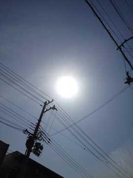 25日の太陽。今日は満月