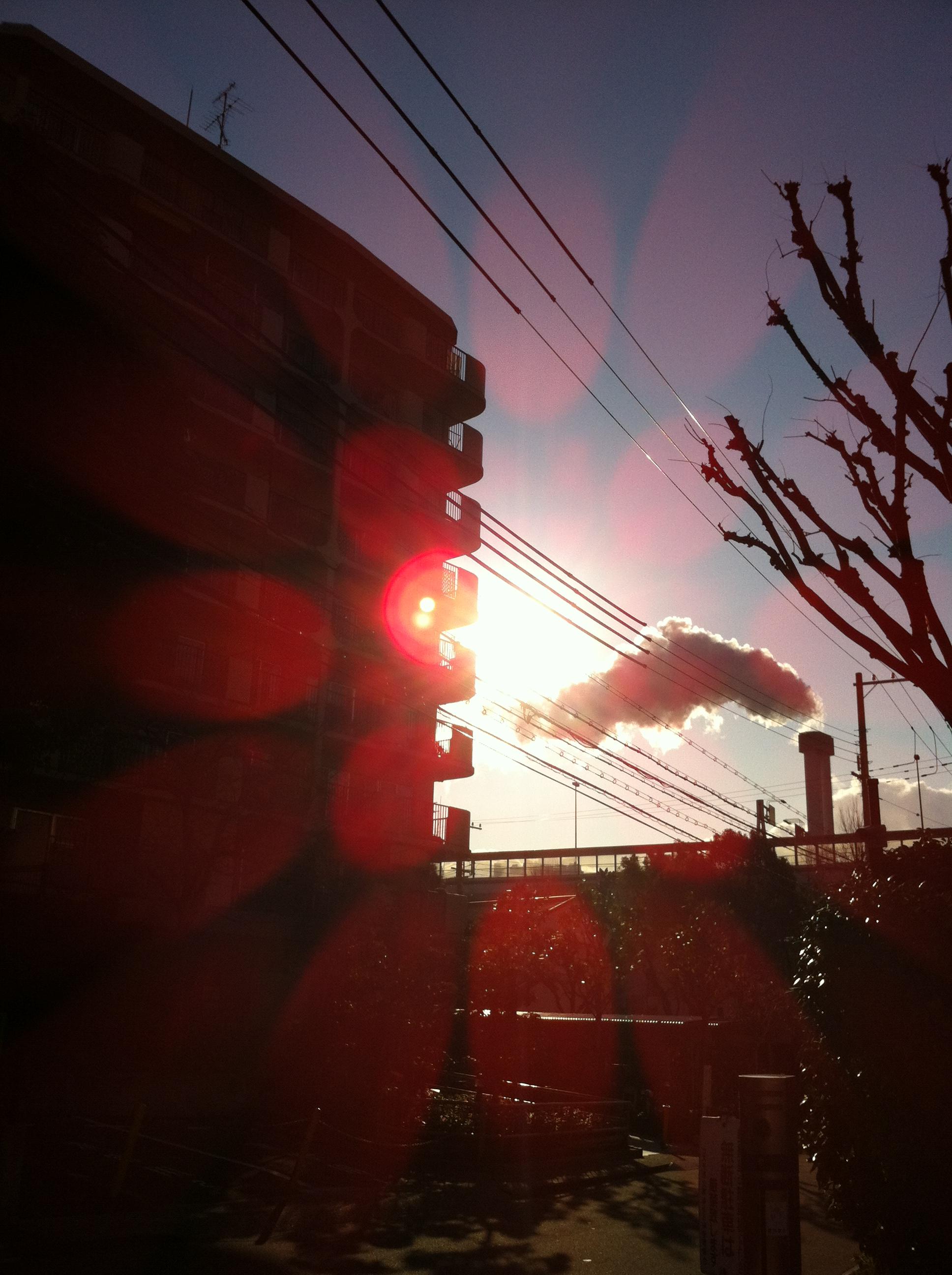 2012年2月日 綺麗な太陽です。 いつも何か光が入るのですが、 この頃、それが二つになっています